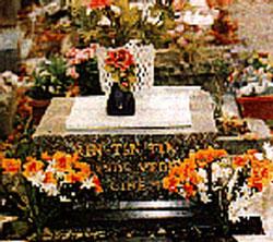 Rin Tin Tin Grave